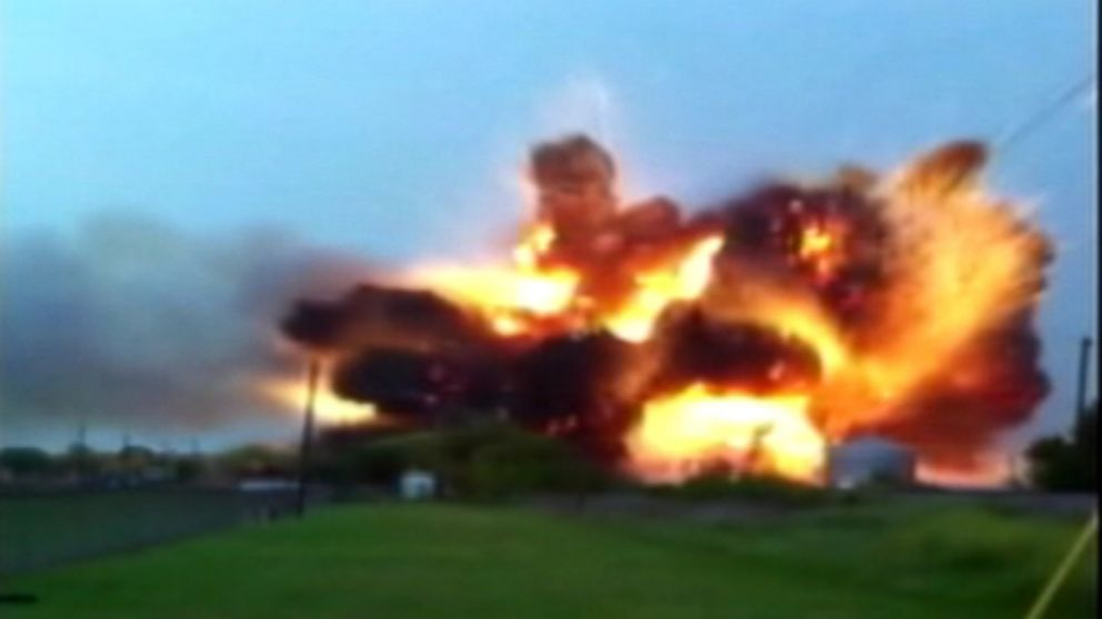 west fertilizer explosion A huge fertilizer plant explosion in west, texas, has left 14 dead and over 100 people injured.