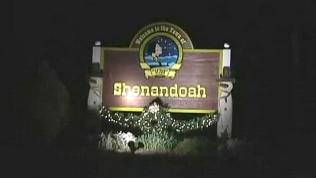 VIDEO: A thief has been stealing holiday decoration from Shenandoah, Va.