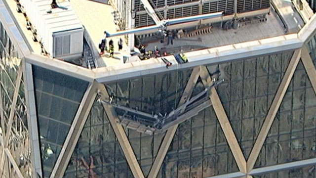 PHOTO: Two window washers are stranded on the scaffold of the Hearst Building in Midtown New York City.