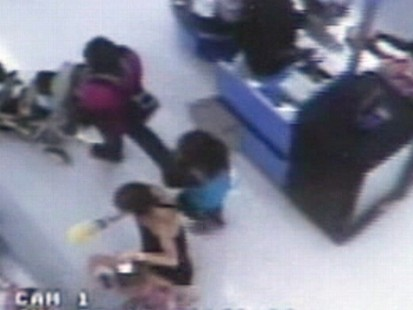 VIDEO: Two Florida women are accused of using toddlers to shoplift at Walmart.