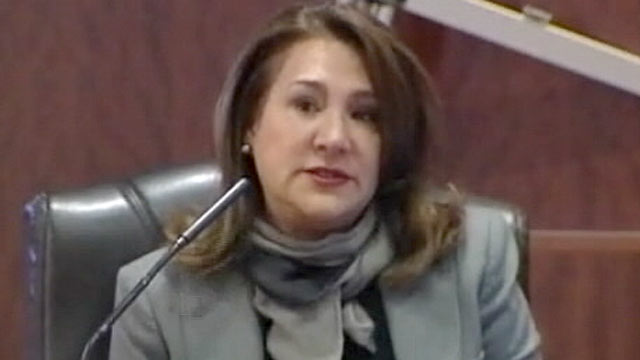 PHOTO: Yvonne Stern takes the witness stand during the trial of Damian Flores on Nov. 2, 2011 in Houston, TX.