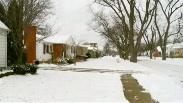 VIDEO: An Ohio woman, who broke into a home in May to clean it, violated her probation with a shovel.