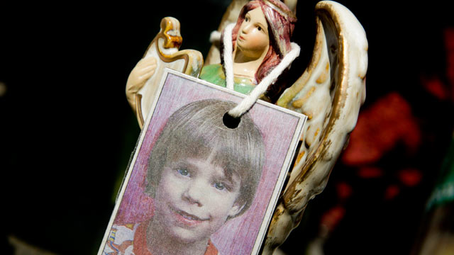 PHOTO: A photograph of Etan Patz hangs on an angel figurine, which is part of a makeshift memorial in the SoHo neighborhood of New York, May 28, 2012.