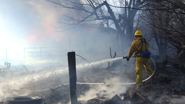 PHOTO: Firefighters Aided by Easing Winds in Reno Fire