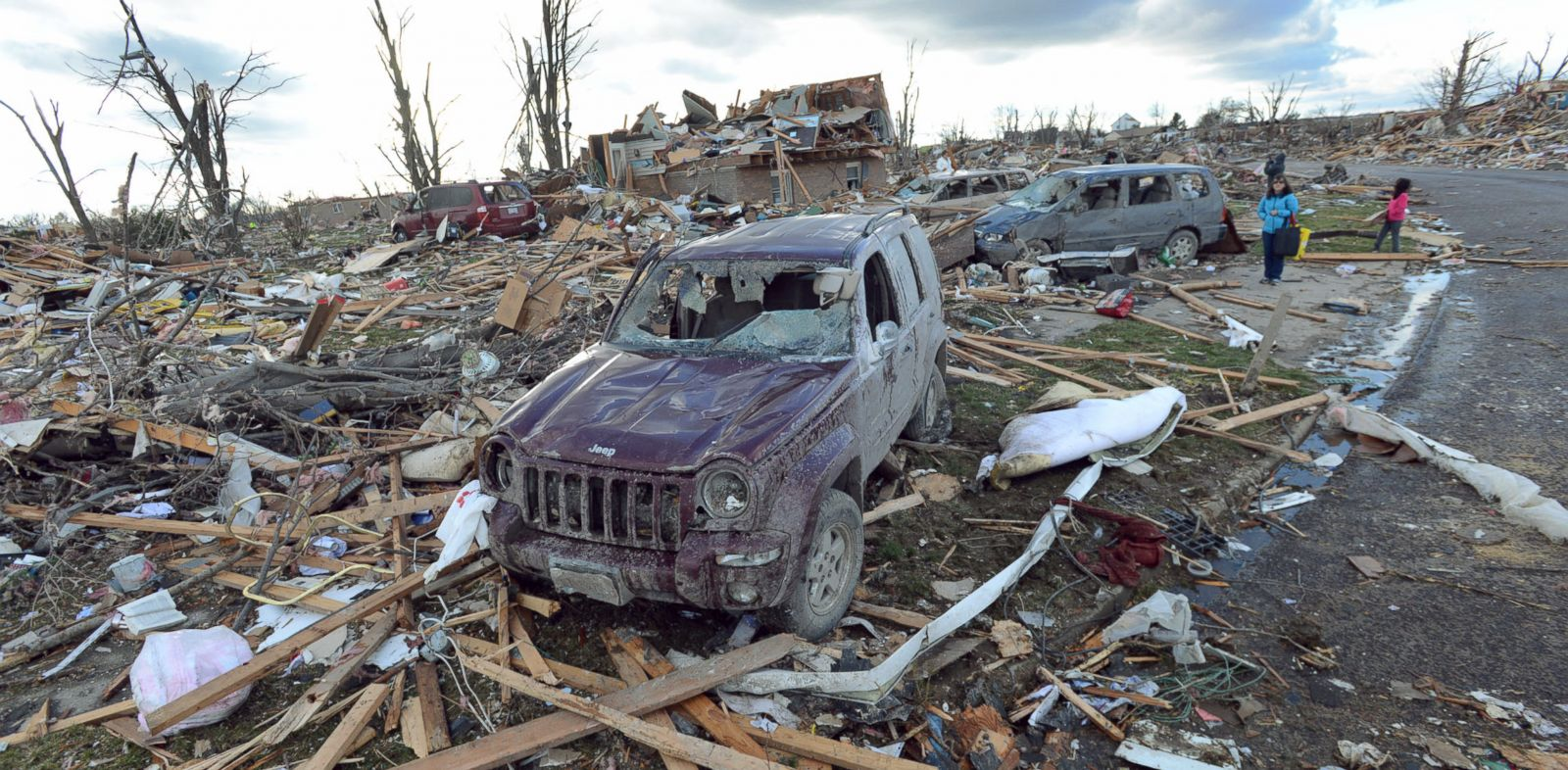 PHOTO: Demolished homes and vehicles in the Devonshire Subdivision in Washington, Ill., Sunday, Nov. 17, 2013.