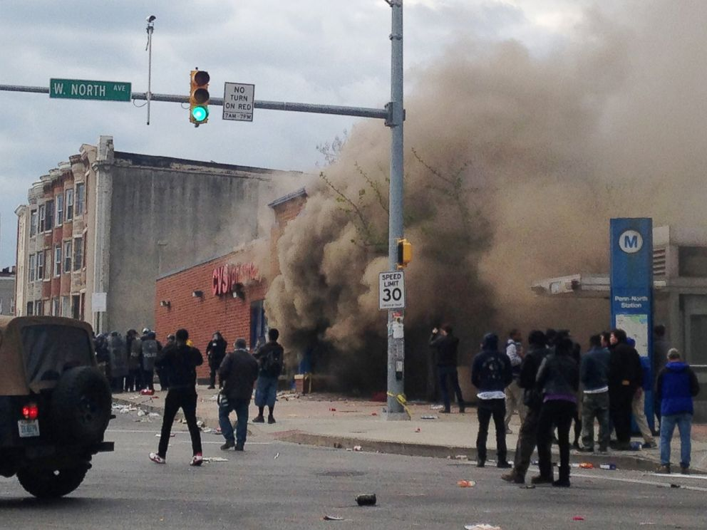 PHOTO: Smoke billows from a CVS Pharmacy store in Baltimore on April 27, 2015.
