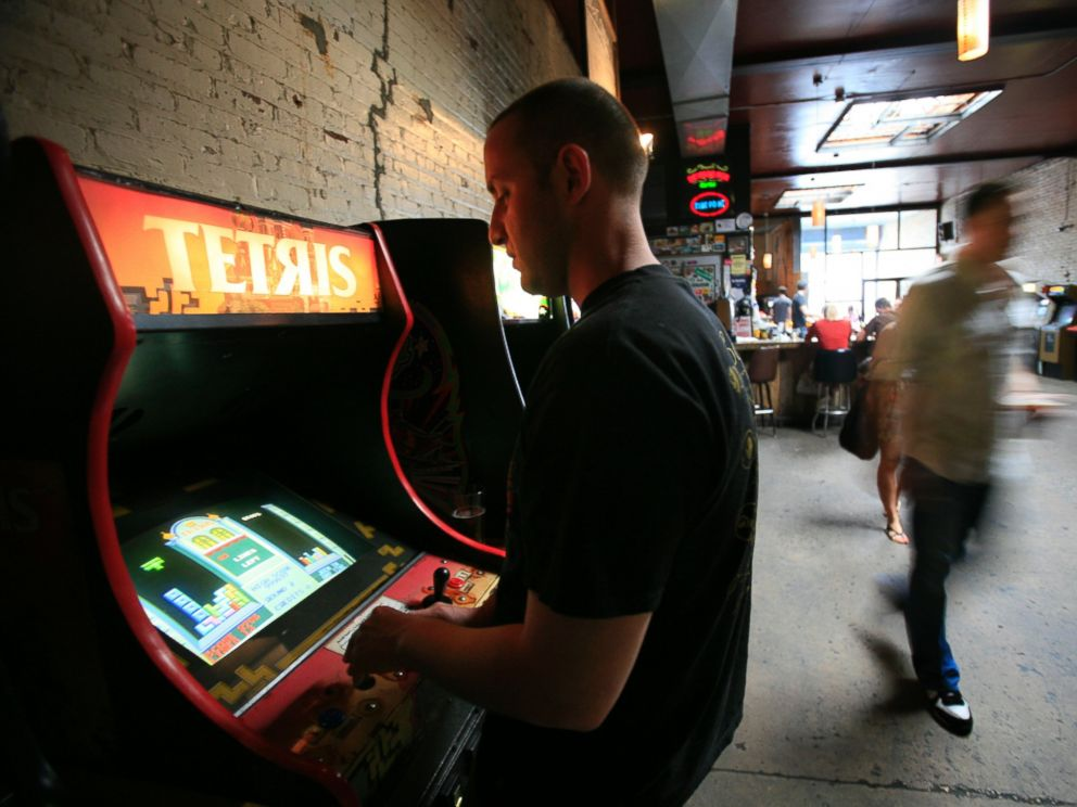 PHOTO: John Clemente plays Tetris, a puzzle video game, at Barcade in the Brooklyn section of New York, May 22, 2009.