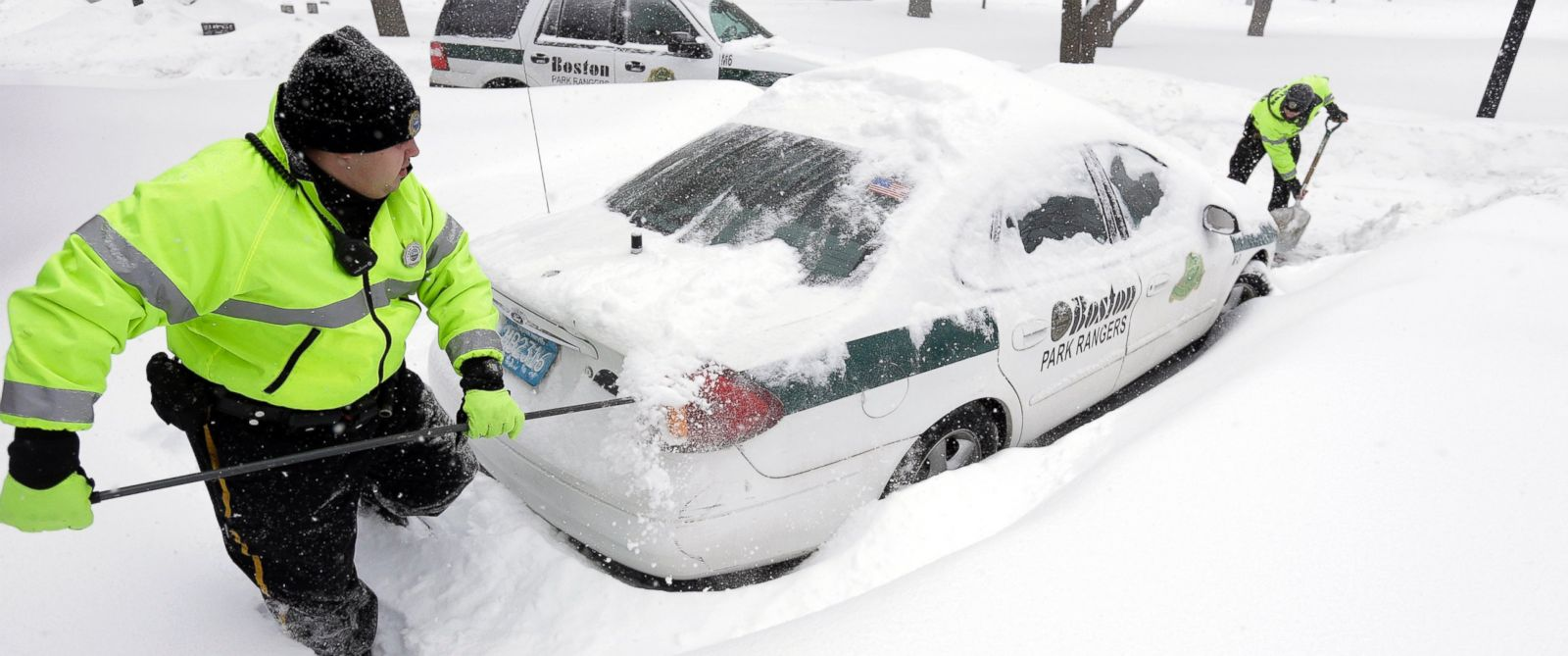 PHOTO: Boston park rangers clear snow from around their car on Feb. 9, 2015, on Boston Common.
