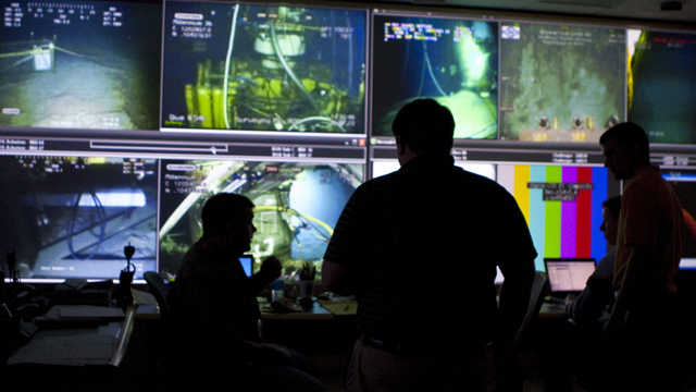 PHOTO: In this July 16, 2010 photo, BP employees monitor the Deepwater Horizon oil spill in front of the underwater cameras at the Houston Command Center in Houston.