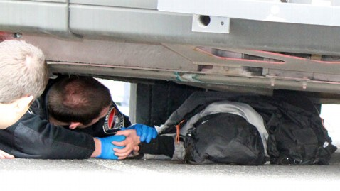 ap bus pinning jef 111215 wblog Officer Crawls Under Bus to Comfort Woman Pinned Under Wheel: Ill Stay Until We Get You Out