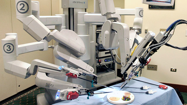 PHOTO: Da Vinci Surgical Robot
