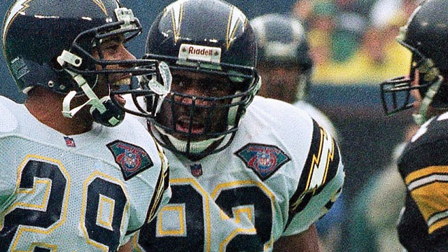 PHOTO: David Griggs, center, celebrates after recovering a fumble by Pittsburgh's Barry Foster during the first quarter of the AFC Championship game, Jan. 15, 1995 in Pittsburgh.