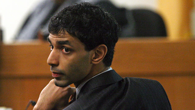 PHOTO: Dharun Ravi turns to look behind him during his trial in New Brunswick, N.J., Feb. 28, 2012.