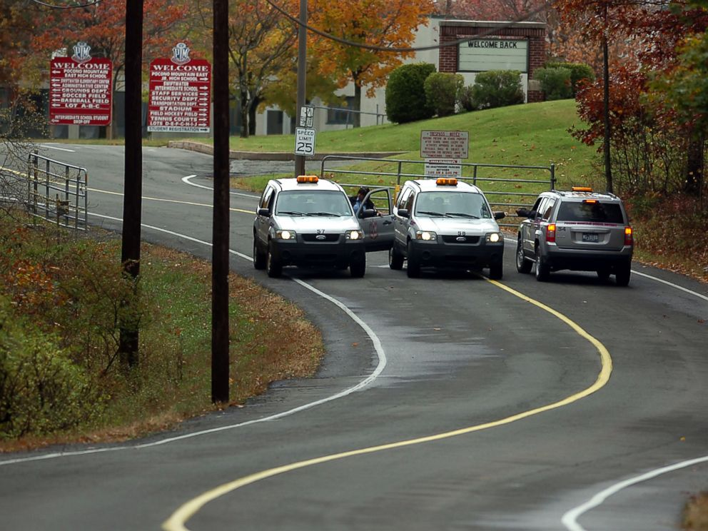 PHOTO: The Pocono Mountain School District Swiftwater Campus was closed on Oct. 21, 2014 during the ongoing search for suspected killer Eric Frein in Swiftwater, Pa.