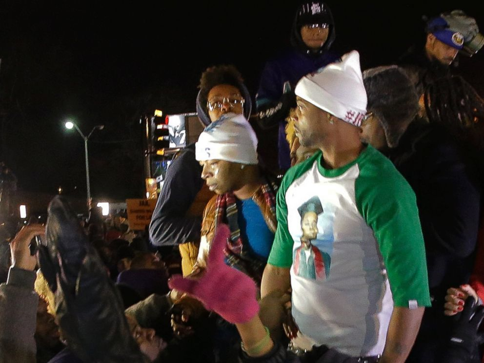 PHOTO: Lesley McSpadden, the mother of Michael Brown reacts as she listens to the announcement of the grand jury decision, Nov. 24, 2014, in Ferguson, Mo.