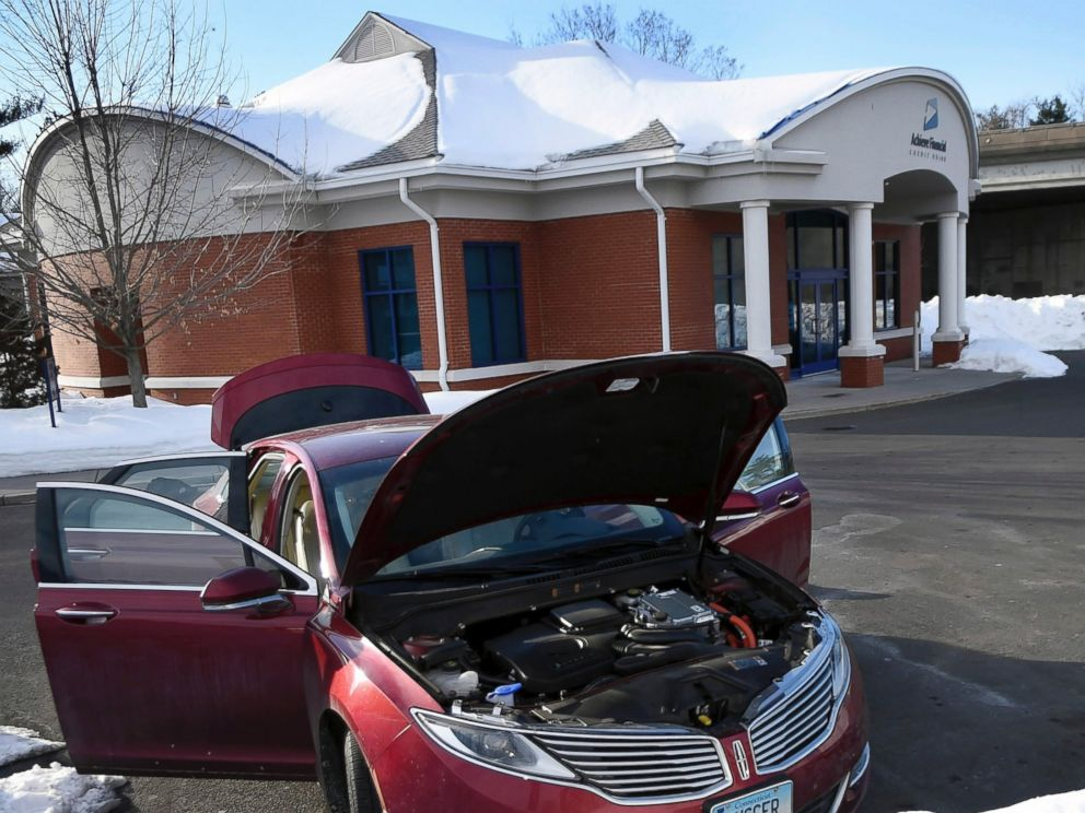 PHOTO: In this Monday, Feb. 23, 2015 photo, a red Lincoln sits in the Achieve Financial Credit Union parking lot with all doors, trunk and doors open in New Britain, Conn.