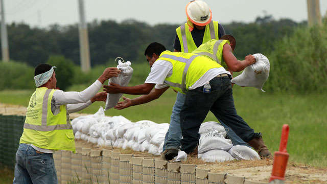 PHOTO: Workers stack sandbags on top of retaining wall baskets in preparation for Tropical Storm Isaac, which is expected to make landfall on the Louisiana coast as a hurricane, in Port Sulphur, La., Monday, Aug. 27, 2012.