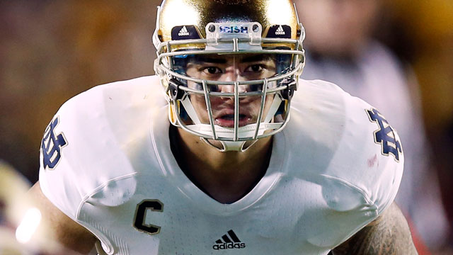 PHOTO: Notre Dame linebacker Manti Te'o waits for the snap during the second half of Notre Dame's 21-6 win over Boston College in Boston, Nov. 10, 2012.