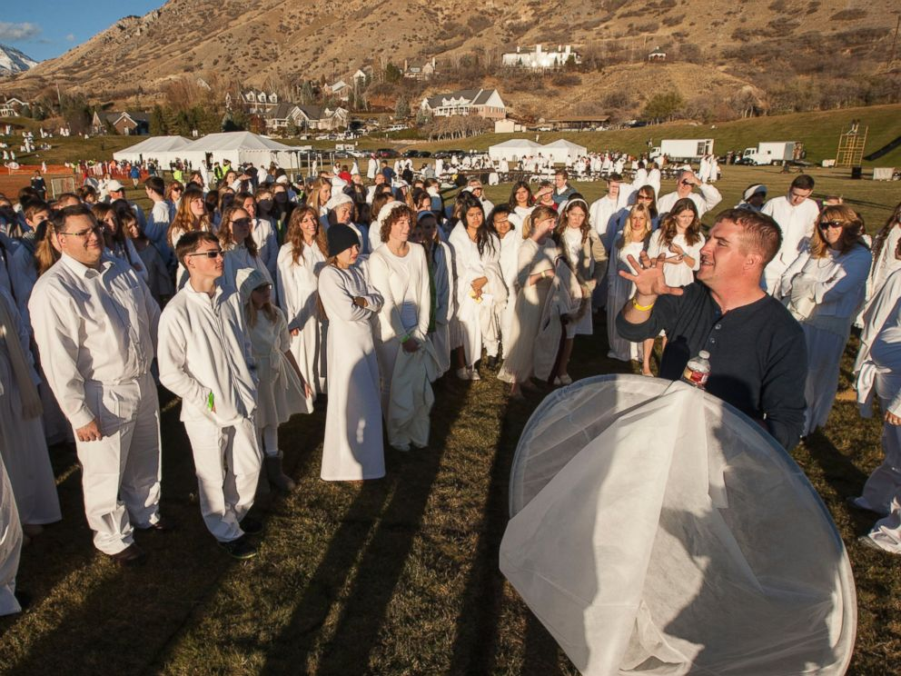 PHOTO: More than 1,000 participants gather at Rock Canyon Park in Provo, Utah, in an attempt to set a world record for the largest recreation of a live Nativity scene, Dec. 1, 2014.