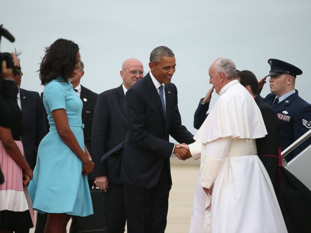 PHOTO: President Barack Obama and first lady Michelle Obama greet Pope Francis upon his arrival at Andrews Air Force Base, Md., Sept. 22, 2015.