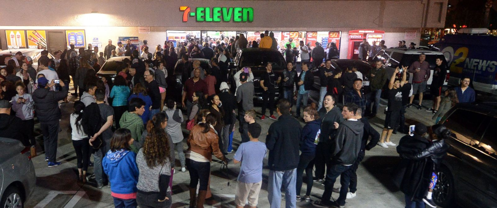 PHOTO: Hundreds gather outside the 7-Eleven, after it was announced the winning Powerball ticket was sold at the store, Jan. 13, 2016 in Chino Hills, Calif.