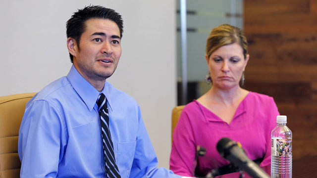 PHOTO: Thomas Beatie, and his girlfriend Amber Nicholas, speak at their attorneys office, April 2, 2013, in Phoenix.
