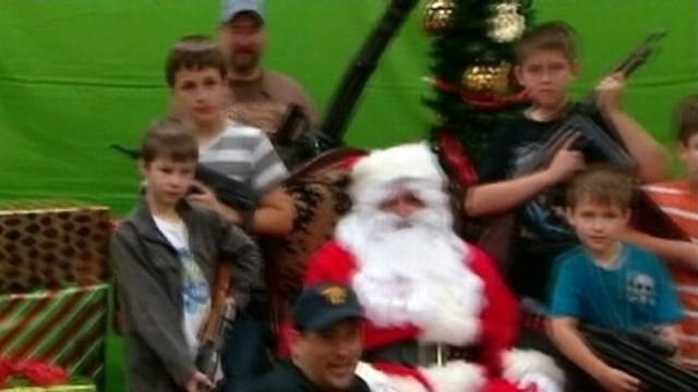 VIDEO: Arizona gun club lets members meet Santa with their choice of machine gun.
