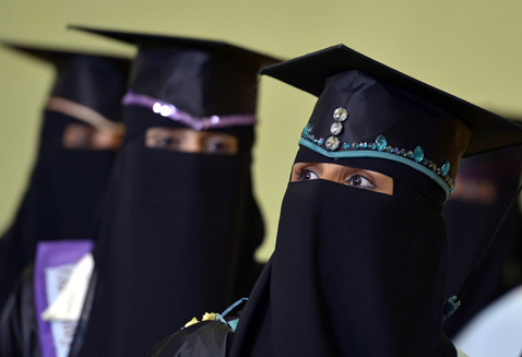 epa yemen graduation ceremony ll 130130 wblog Today in Pictures: Yemeni Graduates, Greek Protests, Gabby Giffords