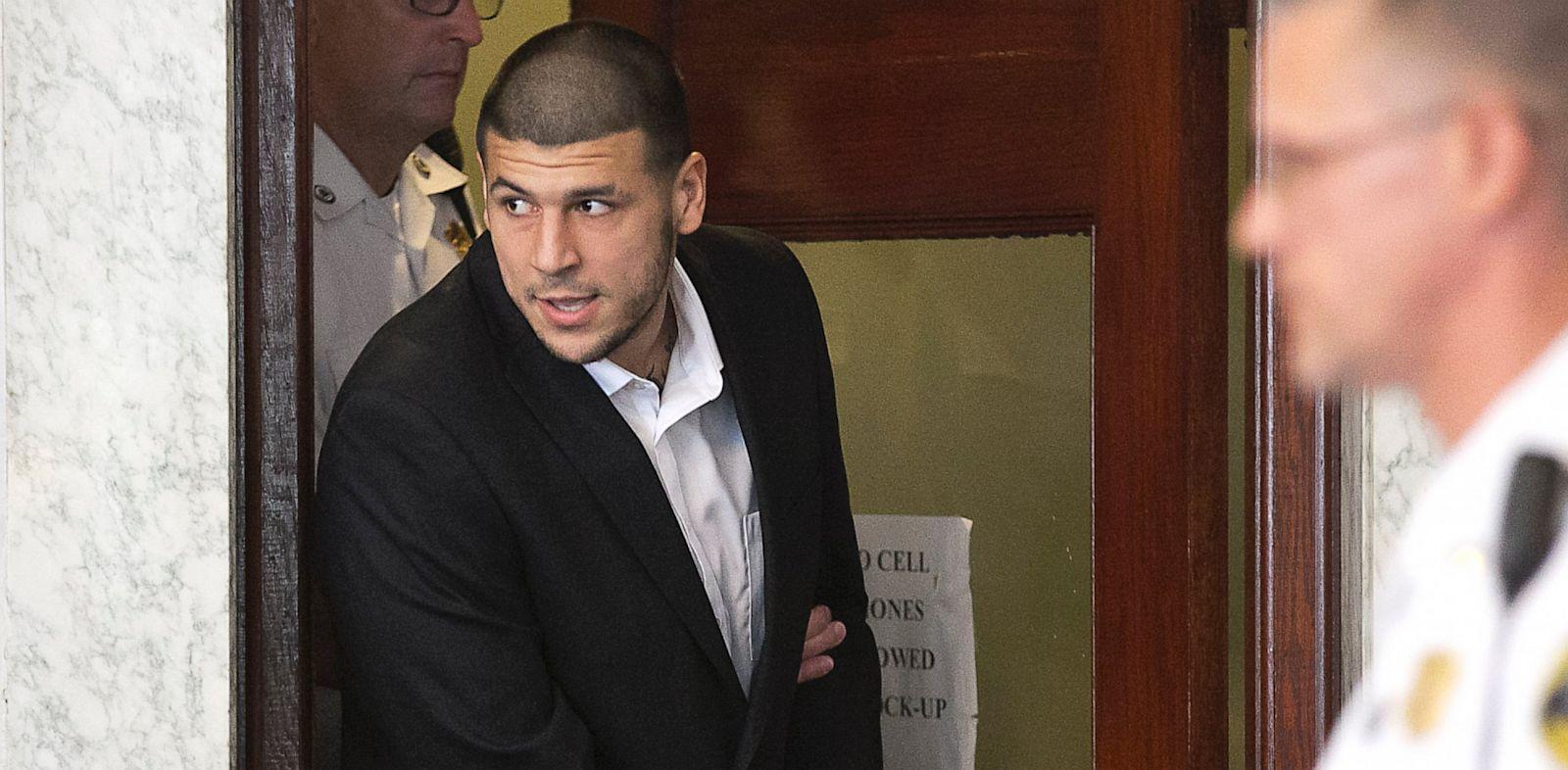 PHOTO: Aaron Hernandez enters courtroom