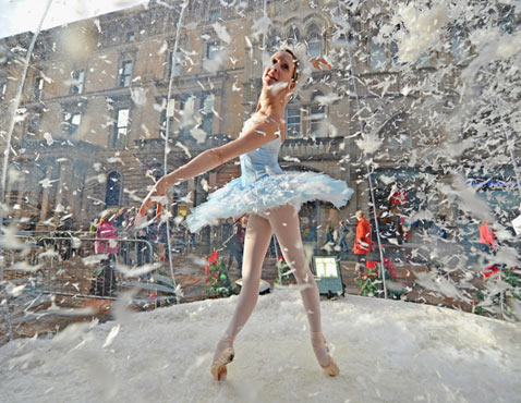 gty ballerina dm 121120 wblog Today in Pictures: Scottish Ballet, Gaza Crisis, Strike in Buenos Aires