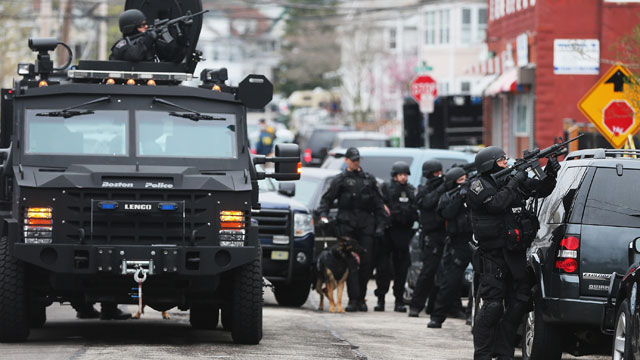 PHOTO: SWAT team members aim their guns as they search for one remaining suspect at an apartment building on April 19, 2013 in Watertown, Massachusetts.