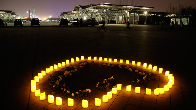 PHOTO: Chinese people light candles to mourn for the victims of the Boston Marathon explosion at Olympic Forest Park, April 16, 2013, in Beijing.