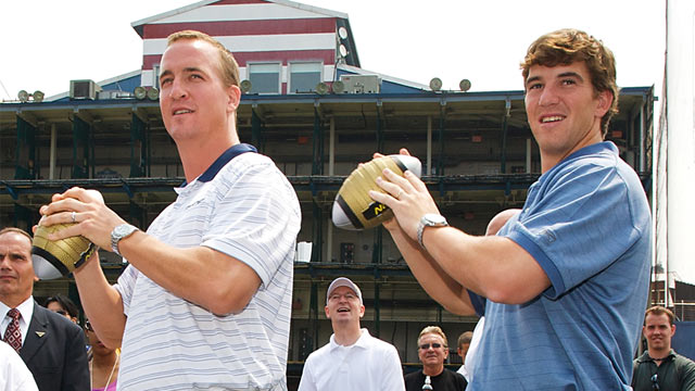 PHOTO: Eli and Peyton Manning