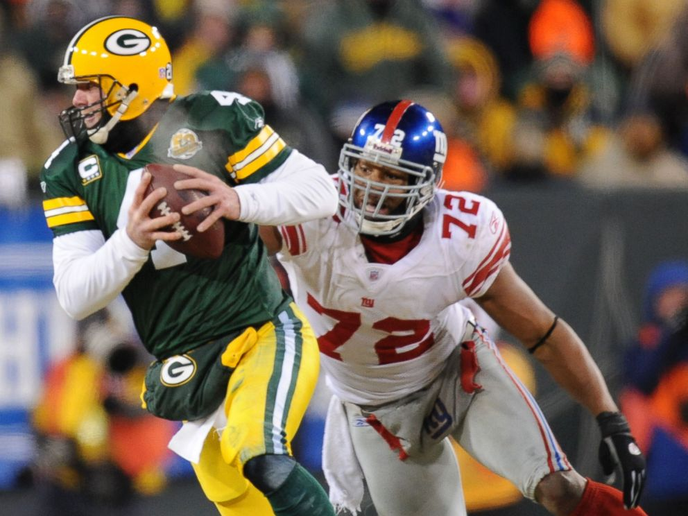 PHOTO: The New York Giants Osi Umenyiora against the Green Bay Packers Brett Favre at Lambeau Field Jan. 20, 2008 in Green Bay, Wisc. during the NFC Championship game.