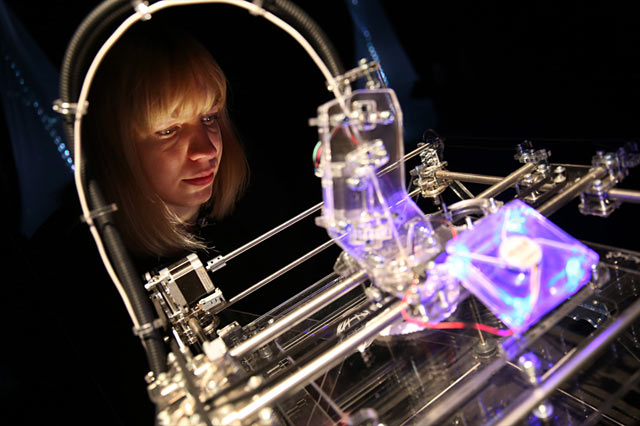 gty london 3d printer ll 130423 wblog Today in Pictures: 3D Printing, Funeral Mass, Doomed Oaks