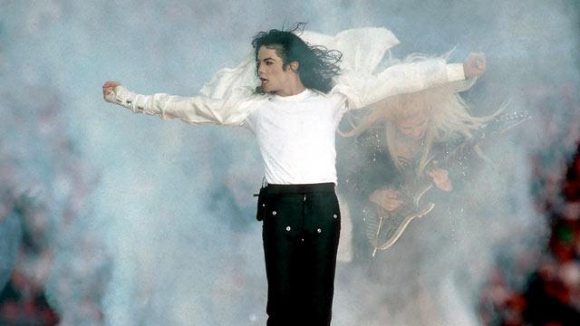 PHOTO: Michael Jackson performs during halftime of Super Bowl XXVII, in this Jan. 31, 1993 file photo at Rose Bowl in Pasadena, Calif.