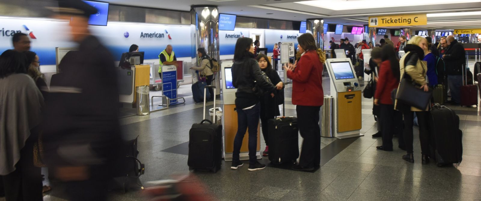 PHOTO: Travelers check in to board flights on Thanksgiving Day at LaGuardia Airport New York, Nov. 27, 2014.