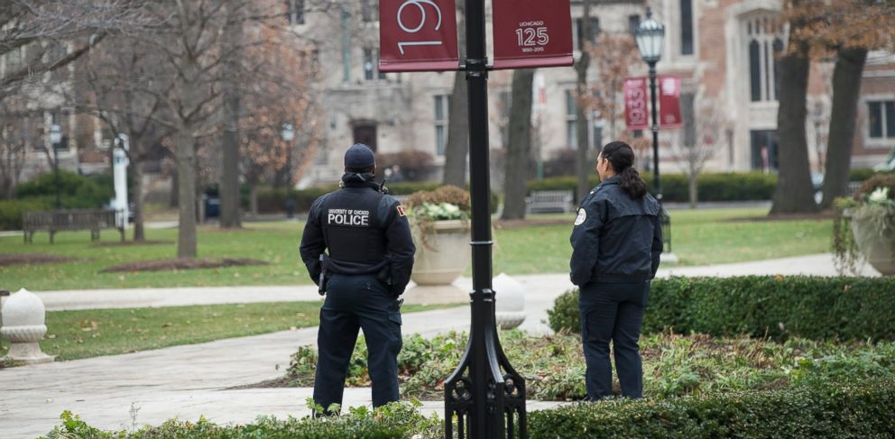 PHOTO: Police officers stand watch in the Main Quadrangles on the Hyde Park Campus of the University of Chicago on Nov. 30, 2015 in Chicago.