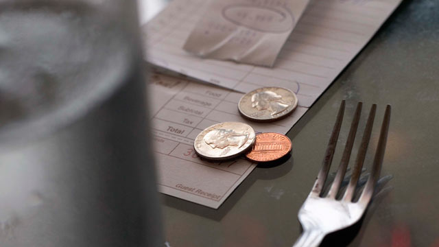 PHOTO: A diner leaves a meager tip for a server.