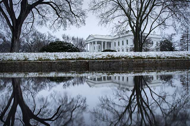 gty white house snow nt 130325 wblog Today in Pictures: Spring Snowfall, Blue Angels, Paris Protests