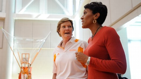 ht 1 125942 6532 wm dm 111101 wblog Good Friends: Robin Roberts on Trailblazer Pat Summitt