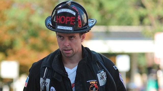 PHOTO: Firefighter runs marathon in full gear to raise money.