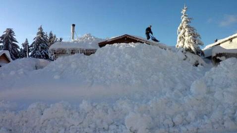 ht cordova snow 5 jef 120109 wblog Snowpocalypse 2012 For Small Alaskan Town