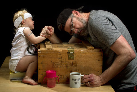 ht dave engledow portraits arm wrestling thg 120926 wblog Alice Bee and The Worlds Best Father