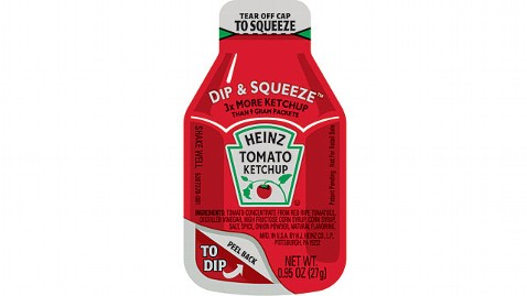 ht dip squeeze ketchup jp 110919 wblog New Supersized Heinz Ketchup Packets