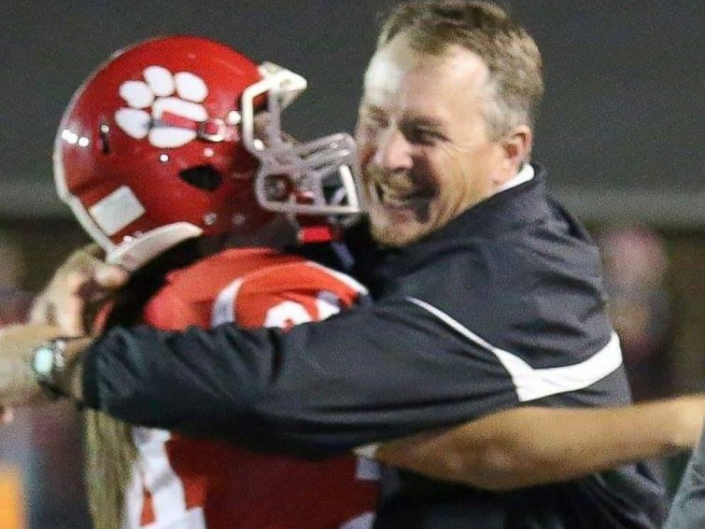 PHOTO: Jodie Farnetti, 17, hugs her father, Gregory Farnetti after scoring a field goal during West Blockton High Schools homecoming on Oct. 16, 2015.