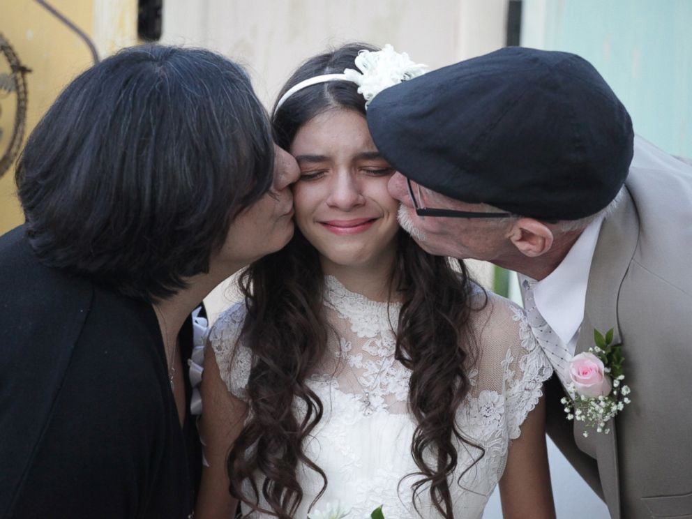PHOTO: Photographer Lindsay Villatoro staged a mock wedding for Jim Zetz and his daughter, Josie, after hearing about Jims terminal illness.