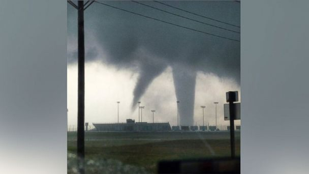 http://a.abcnews.go.com/images/US/ht_kansas_tornadoes_float_mt_160524_16x9_608.jpg