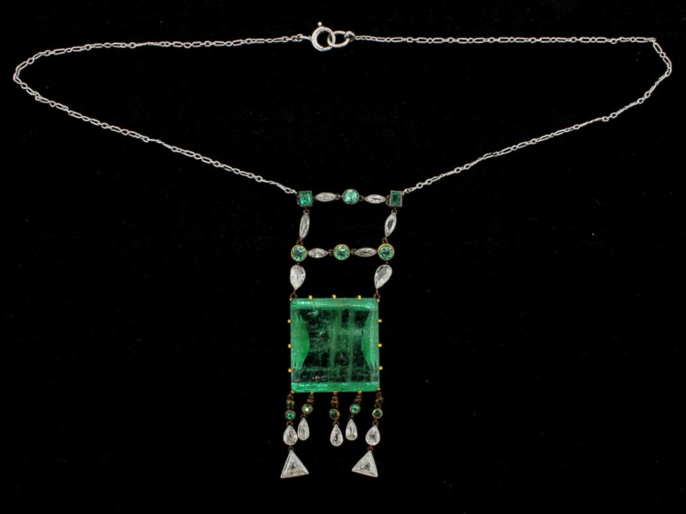 PHOTO: A necklace belonging to Bernie and Ruth Madoff, auctioned off by U.S. Marshals.