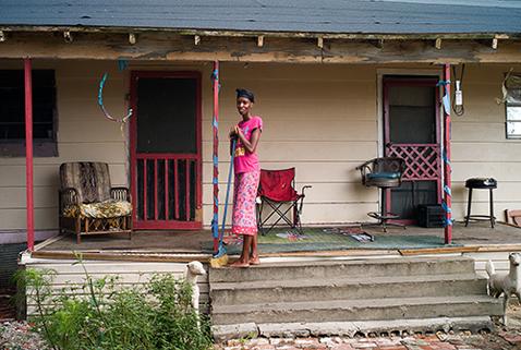 ht magdalena sole new delta rising porch woman lpl 121206 New Delta Rising, by Magdalena Solé